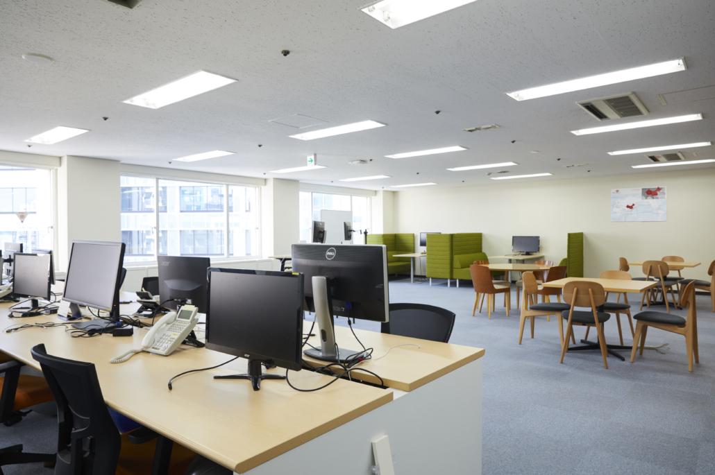 クララオンライン三田オフィス:執務スペース