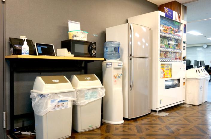 【アメニティ】電子レンジ・水・冷蔵庫など共用アメニティが完備されています。